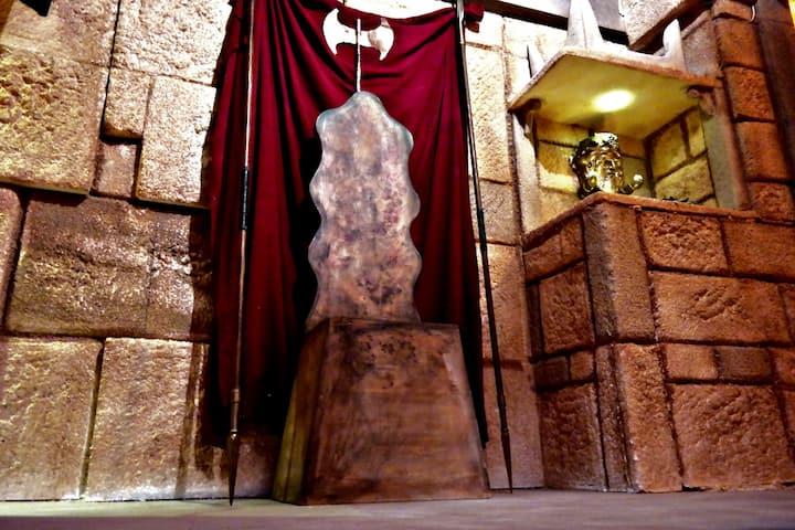 Sit on Cretan king Mino's