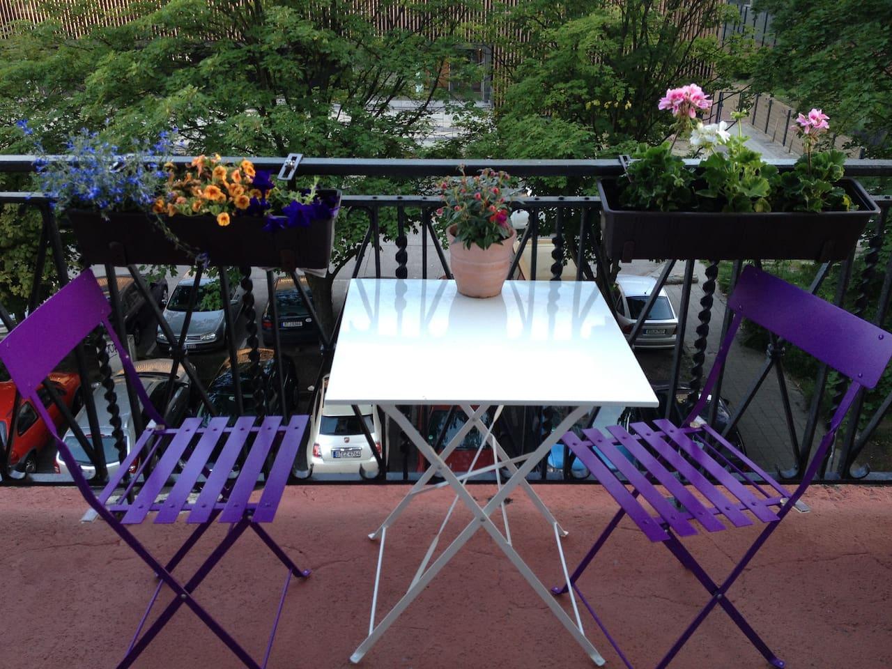 Balcony-quiet backstreet