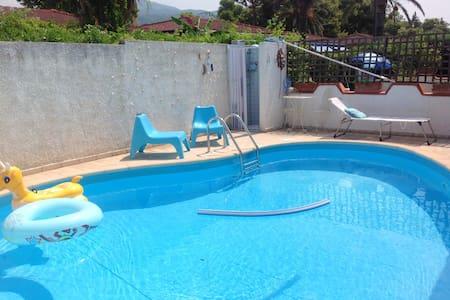 Bonita villa con piscina & terraza