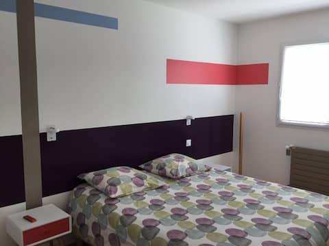 Chambre privée avec commodités à l étage
