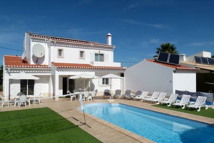 Excellent Large Villa with Pool and Sea Views