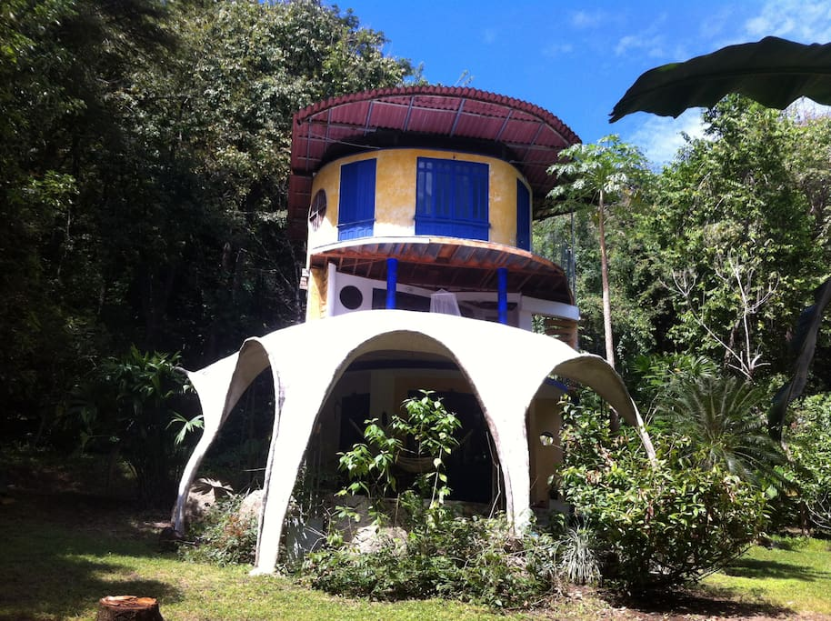 Montezuma beach jungle artist house