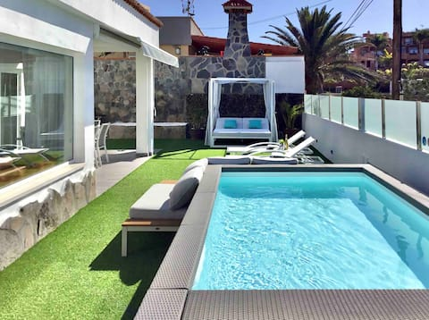 Villa BAHIA AZUL. Heated Pool , BBQ, A/C,Sea Front