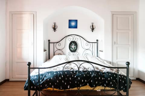 the romantic double bed