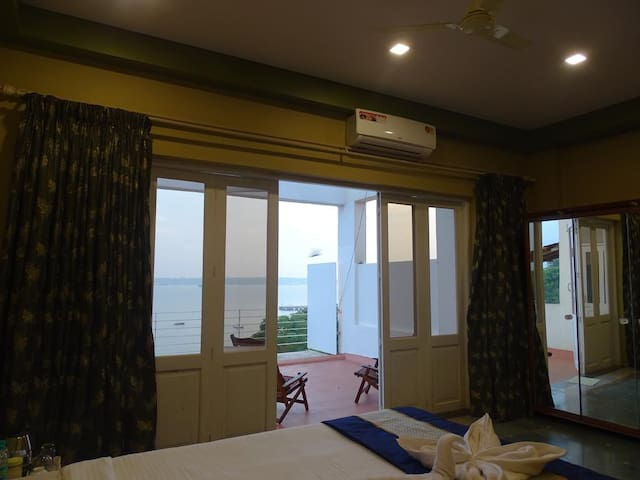 Room with Balcony and Sea View 1