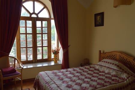 Mahavan - The Red Room - Dehradun - Bed & Breakfast