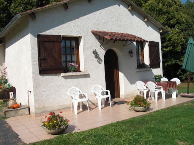 GITE LE GAULIAT 5 PERS en Corrèze - Saint-Pardoux-l'Ortigier - House