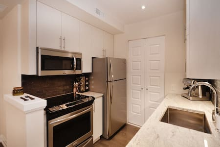 Beautiful Townhouse Den/Bed rental - Vaughan