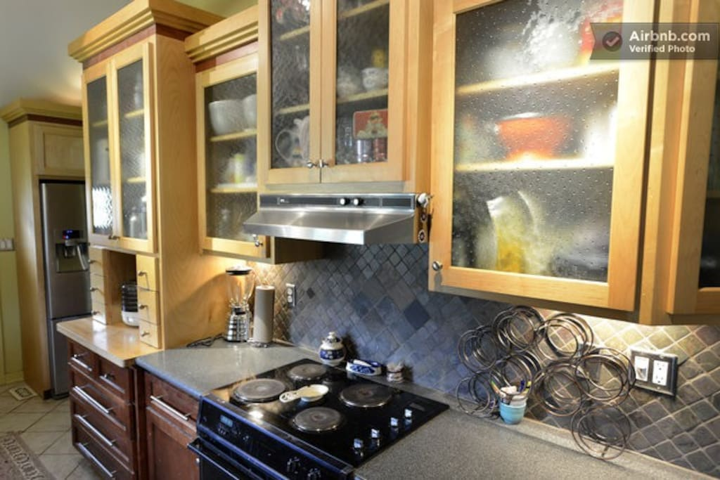 convenient kitchen with plenty of space if you decide to stock up at our local farmers markets.