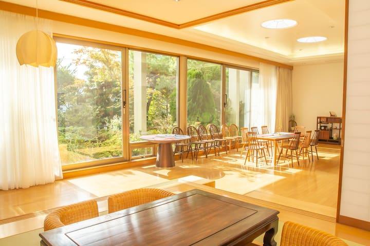 天然温泉源源不断! 可容纳16人的超大房子宽敞舒适的房间/函馆机场7分钟