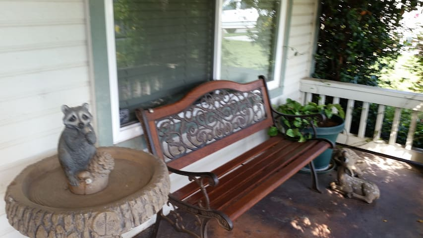 Private room/shared bath, nurse friendly - Turlock - House
