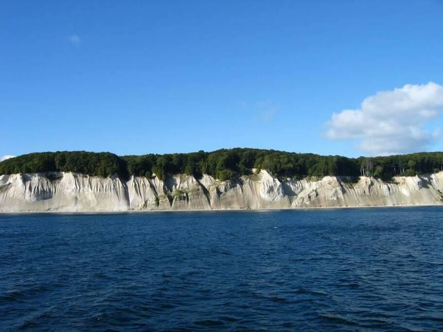 Die atemberaubende Kreideküste vom Schiff aus fotografiert. Unbedingt empfehlenswert ein Schiffstour ab Sassnitz