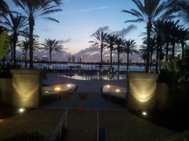 1BR, POOL+ OCEAN VUE, WIFI, JACUZZI - Miami Beach - Apartment