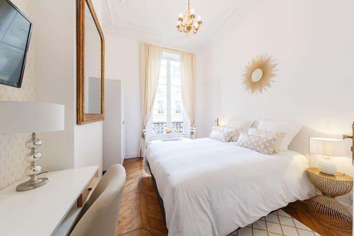 Chambre Champs-Elysées - Maison d'Hôte B&B