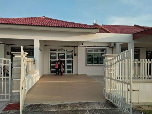 Home Stay Serba Baharu Parit Raja
