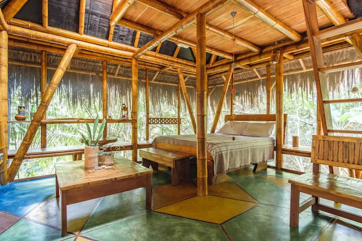 Universo Pol Bamboo Bungalows