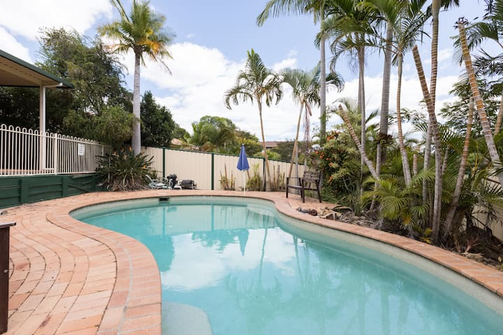 Beautiful Home in Heart of Robina Town Centre - Robina - House
