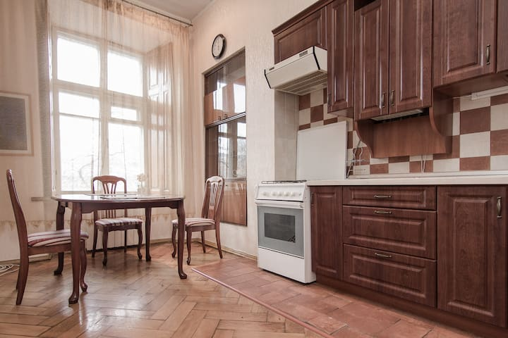 2-bedroom apt. near Deribasovskaya - Odessa - Apartment
