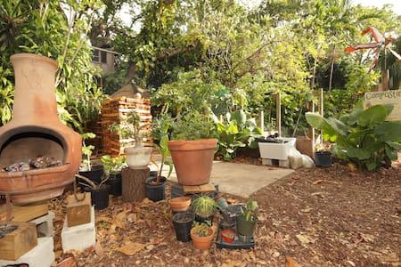 Cozy Cabin on Peaceful Urban Farm - Miami - Cabin