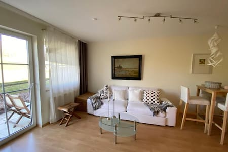 cosy lakeside apartment - 30 minutes to th fair