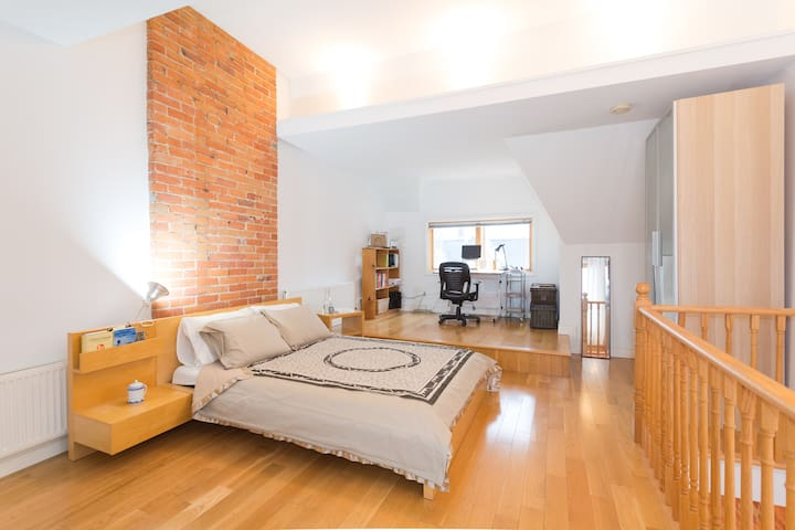 Light-filled Kensington Market Loft - Toronto - Pis