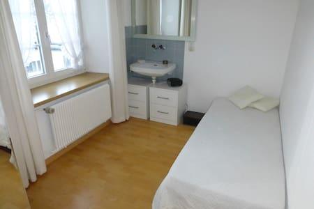 Gemütliches Einzelzimmer in Sissach - Sissach - Bed & Breakfast