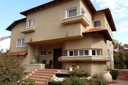Family-friendly home sleeps 14+ - Beit Hashmonai - Hus