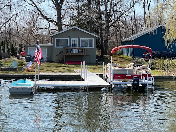 Lakehouse with Pontoon, Fire Pit & more Included!!