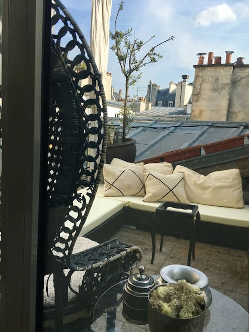 All you need is the champagne- Your private roof top terrace is waiting!