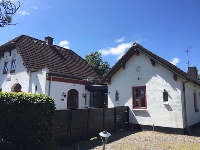 Stort værelse med egen indgang - Thisted - House