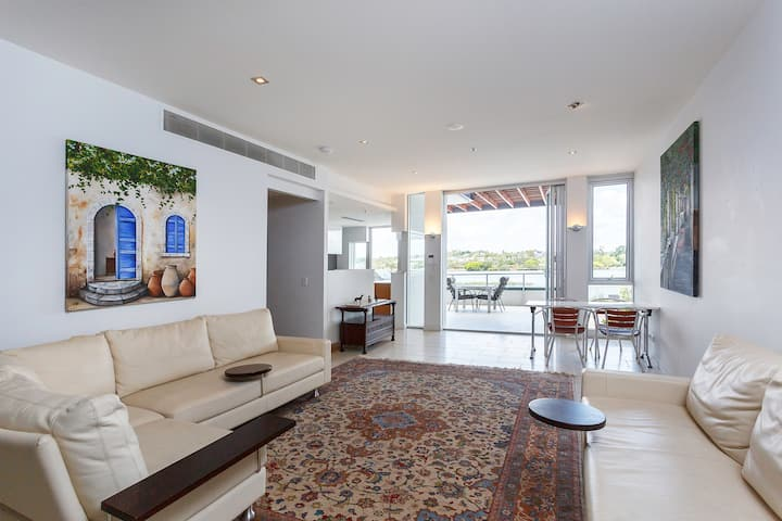 Riverfront luxury apartment Portside