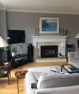 Great Home in Sausalito - Water Views! 3BR 2.5BA - Sausalito - Casa a schiera