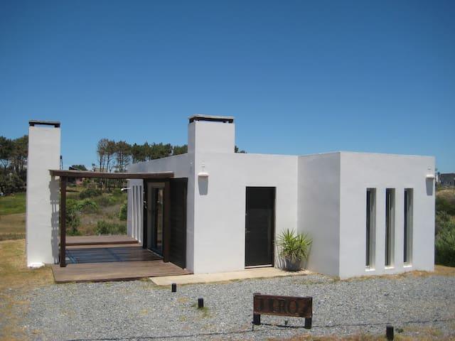 JIRO HOUSE PUNTA DEL DIABLO URUGUAY - Punta del Diablo - Huis