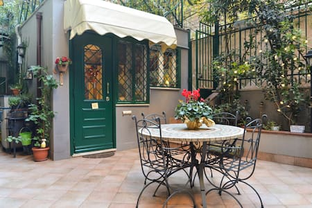 Apartament with garden near center - Roma