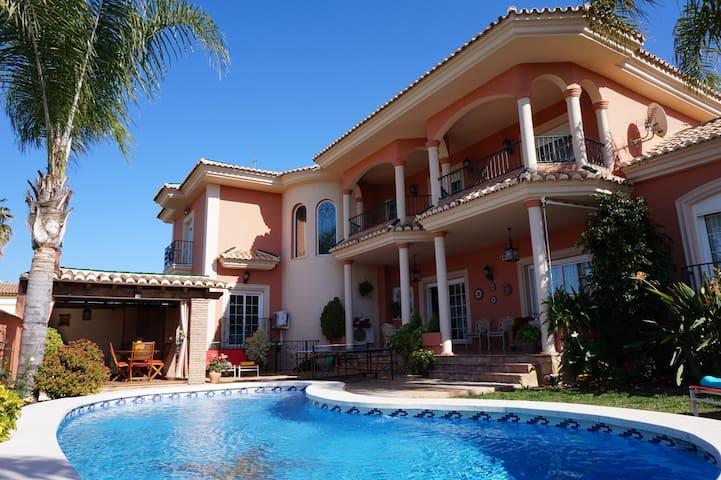 Villa de lujo con piscina privada climatizada