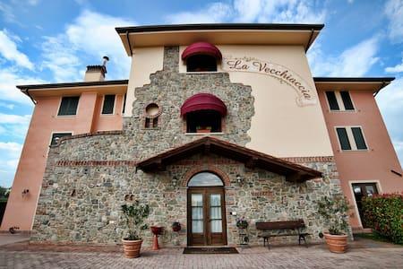 Hotel La Vecchiaccia - Altopascio - Bed & Breakfast