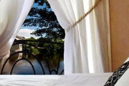 Chambre d'Hôtes de charme - La Roche-Posay - Bed & Breakfast