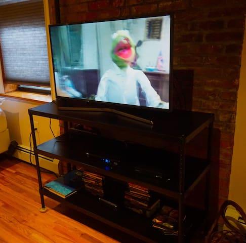 """40"""" flat screen HD Smart TV with Blu-ray"""