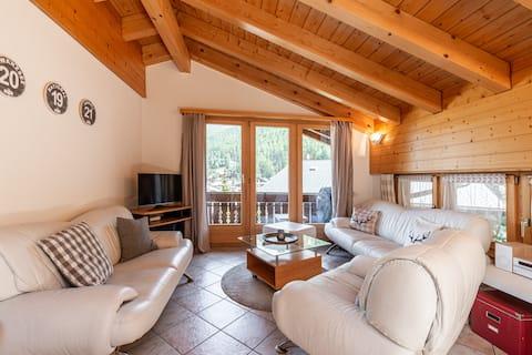 Balmas beautiful attica apartment