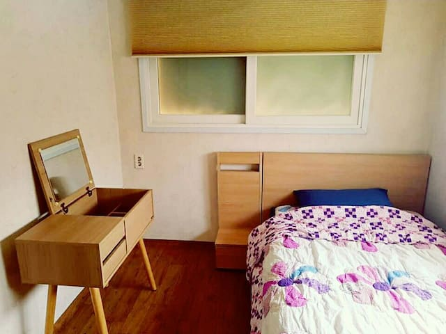 Close to Soong-sil Univ station (Female Only) - Dongjak-gu - Haus