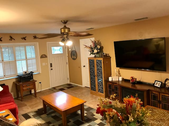 New Smyrna Beach Home Close To Everything