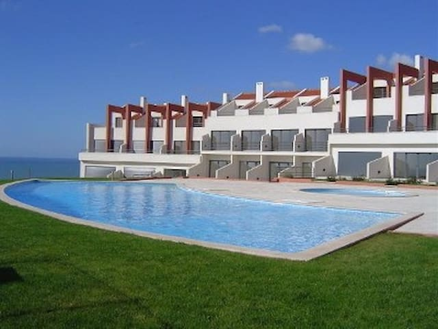 Sea Views and swimming pool - Lourinhã - Huis