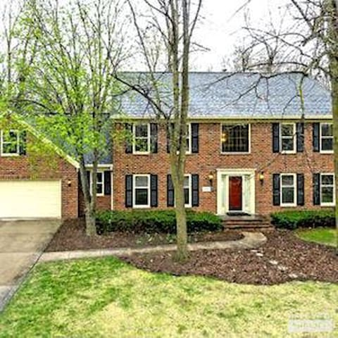 Premium EAA home! Stylish 2 story colonial.