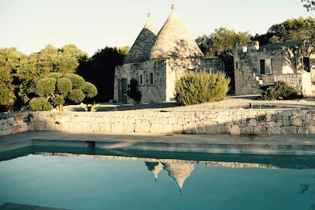 "Trullo ""B"" con Piscina B&B Regina di Ulivi - Ostuni - Bed & Breakfast"