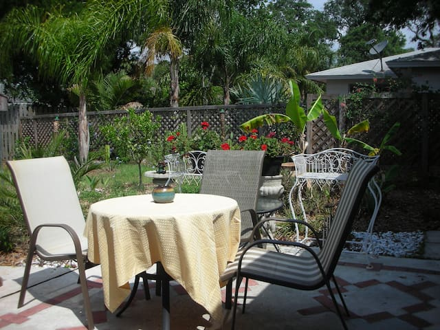 Private 2 Room/ 1 Bathroom Guest Suite - St. Augustine - House