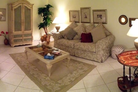 Room for rent, per day, per weekly or per,monthly - Boca Raton - Flat
