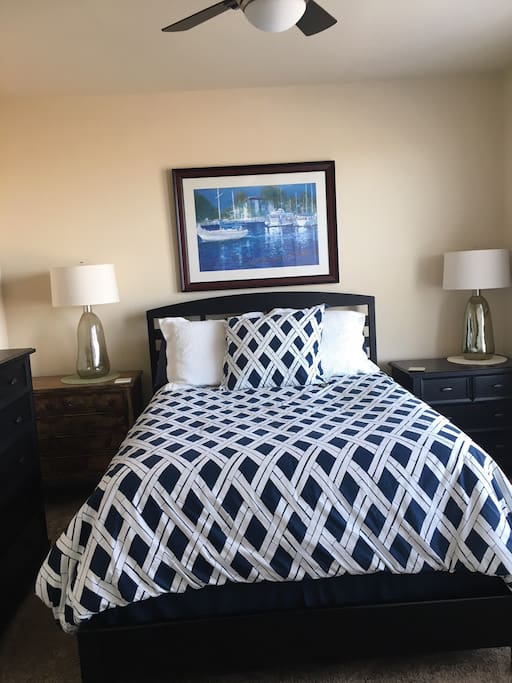 Queen bed with quality linens and en suite bathroom