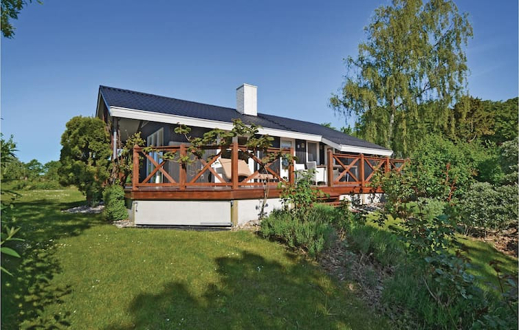 Holiday cottage with 3 bedrooms on 60m² in Haarby