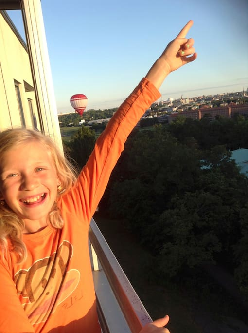 Happy daughter balloon-watching, my very kind and happy children (boy 8, girl 10) live we me in the apartment half time and they will welcome you with smile and joy, still they are very polite and respect your privacy as a guest 100 percent