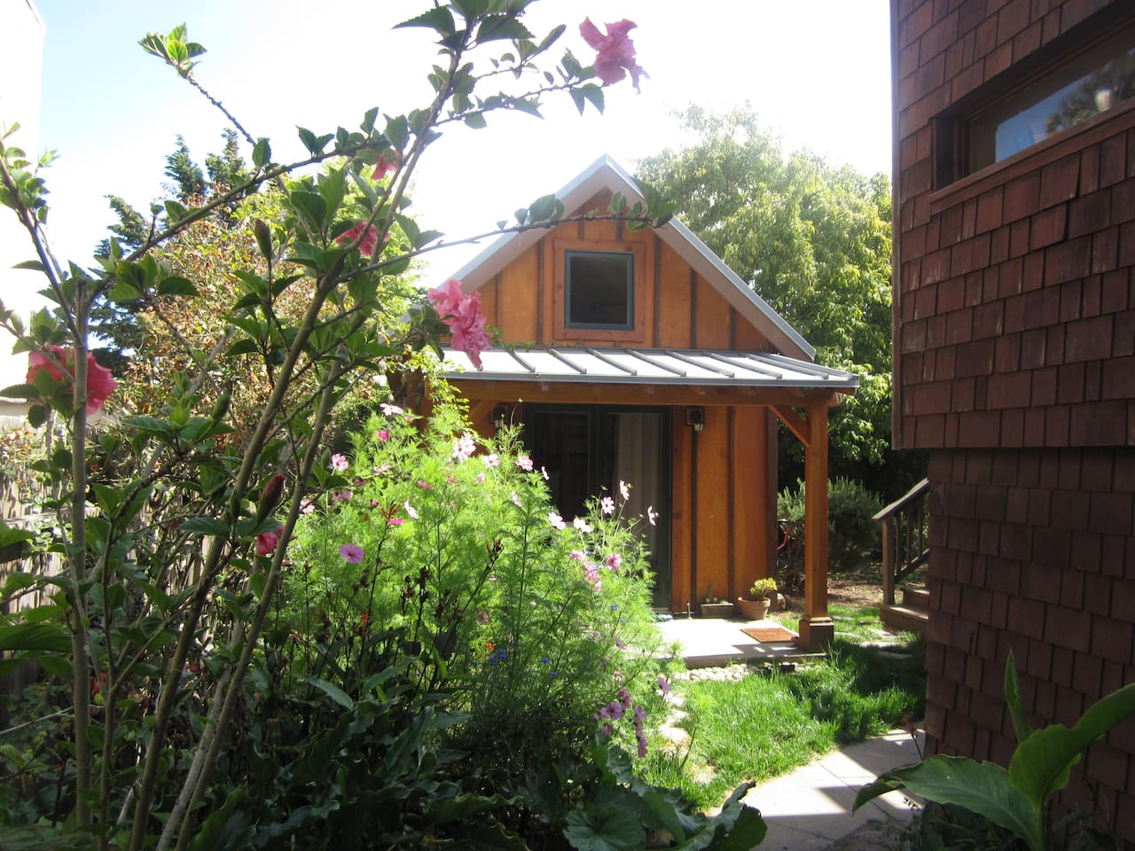 Stay in award-winning eco-cottage!